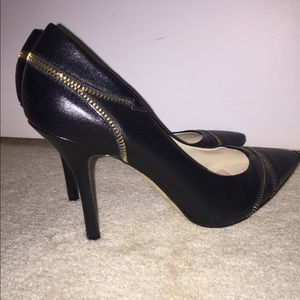 Sexy Black Leather Heals! Pumps gold zipper design